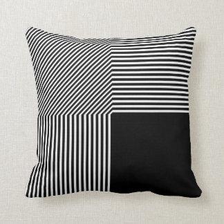 Abstracção geométrica, preto e branco almofada