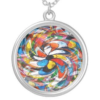 Abstrato preliminar floral colorido colar com pendente redondo