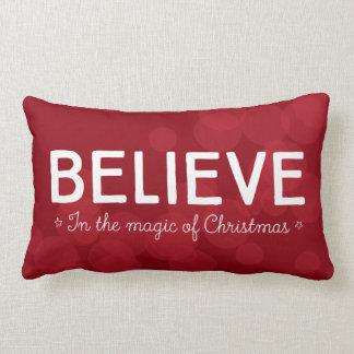 Acredite na mágica do Natal • bokeh vermelho Almofada Lombar