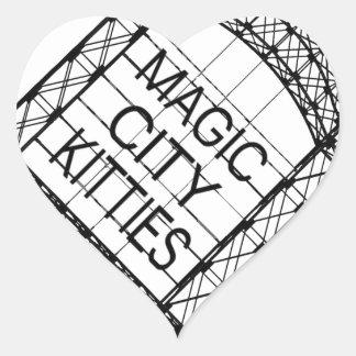 Adesivo Coração Gatinhos mágicos da cidade