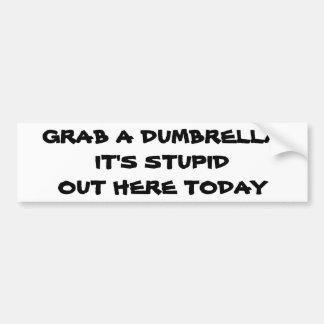 Adesivo De Para-choque Agarre um Dumbrella que é estúpido para fora aqui