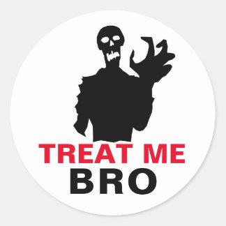 Adesivo O zombi trata-me Dia das Bruxas engraçado de Bro