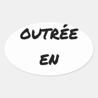 Adesivo Oval MÃE INSULTADA EM NO ULTRAMAR - Jogos de palavras