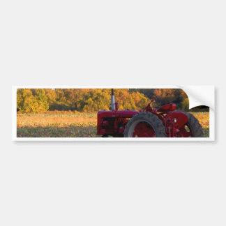 Adesivo Para Carro Trator em um campo da abóbora