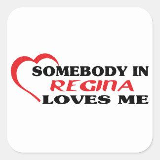 Adesivo Quadrado Alguém em Regina ama-me