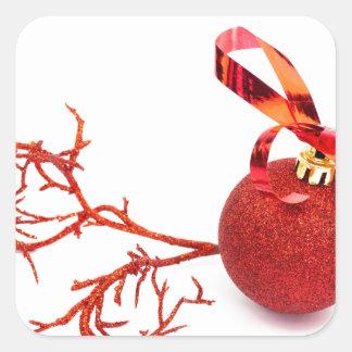 Adesivo Quadrado Bola vermelha do Natal com o galho no fundo branco