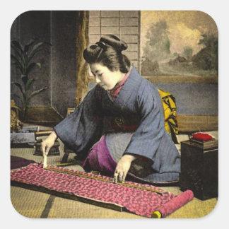 Adesivo Quadrado Gueixa do vintage que prepara seu quimono em Japão