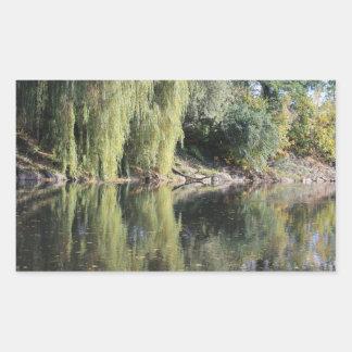 Adesivo Retangular Árvores de salgueiro refletidas no rio