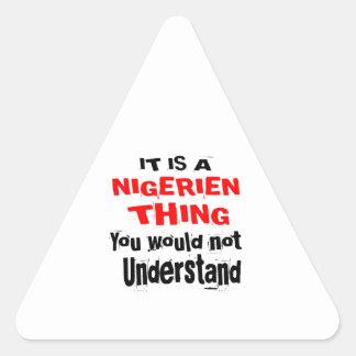 ADESIVO TRIANGULAR É DESIGN DA COISA DE NIGERIEN