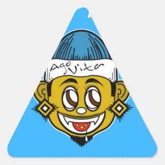 Adesivo Triangular Há a marca da roupa de Vita