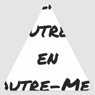 Adesivo Triangular MÃE INSULTADA EM NO ULTRAMAR - Jogos de palavras