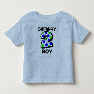 Adicione a camisa conhecida do menino do segundo t-shirt