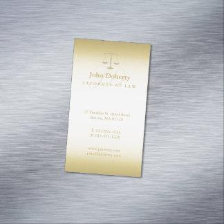 Advogado dourado em escalas elegantes da lei | de cartão de visitas magnético