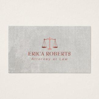 Advogado no advogado cor-de-rosa da escala do ouro cartão de visitas