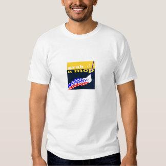 """""""Agarre t-shirt branco básico de um espanador"""""""