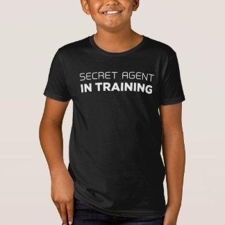 Agente secreto no t-shirt do treinamento