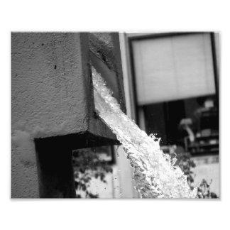 Água que cai da fonte impressão de fotos