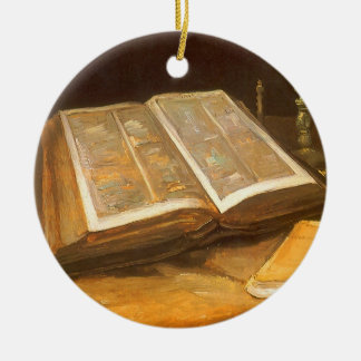 Ainda vida com a bíblia por Vincent van Gogh Ornamento De Cerâmica