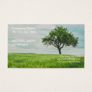 Ajardinando o jardineiro do cuidado do gramado cartão de visitas
