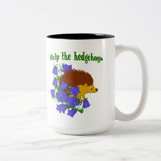 Ajude os ouriços caneca de café em dois tons