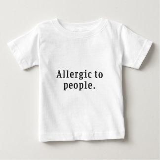 """""""Alérgico"""" às pessoas do t-shirt do bebê"""