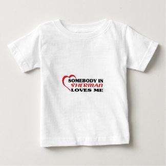 Alguém em Sherman ama-me camisa de t Tshirts