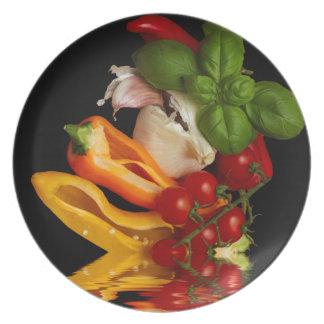 Alho dos tomates da manjericão das pimentas prato de festa
