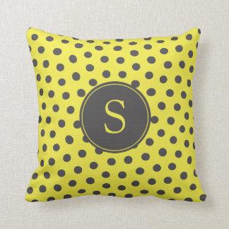 Almofada Bolinhas amarelas e cinzentas com monograma feito