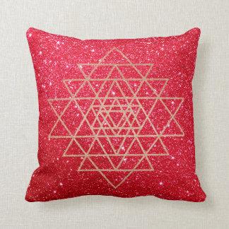 Almofada Brilho vermelho do triângulo do ouro do rosa do