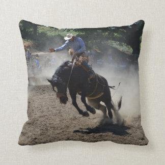 Almofada Bronco e cavaleiro de Budking