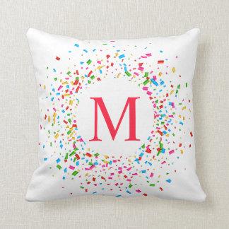 Almofada Monograma colorido dos confetes que Wedding o