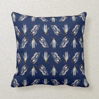 Almofada Travesseiro da agitação do rei pinguim (marinho)