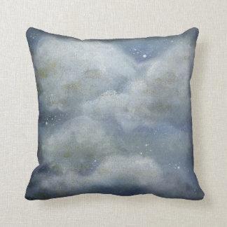 Almofada travesseiro decorativo nebuloso da noite estrelado