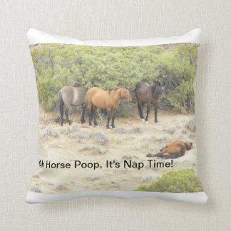 Almofada Um travesseiro do tombadilho do cavalo para alguma