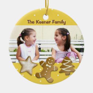 Amarelo da foto dos biscoitos de açúcar do feriado ornamento de cerâmica redondo