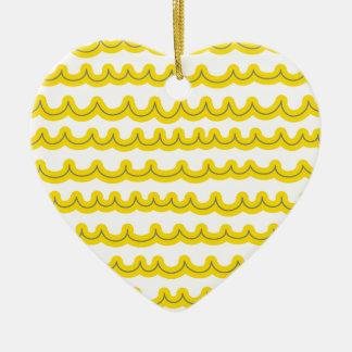Amarelo lunático das ondas de oceano ornamento de cerâmica coração