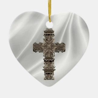 Ame o ornamento branco transversal do coração do