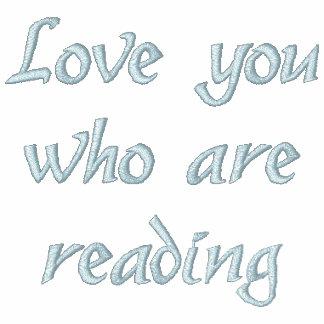 """Ame-o que está lendo"" a camisa bordada"
