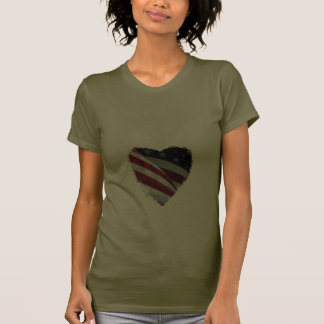 Ame os EUA, bandeira americana do coração Camisetas