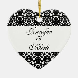 Ame para sempre a forma branca preta feita sob ornamento de cerâmica coração