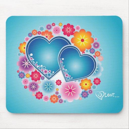 amor colorido com corações e flores mouse pads