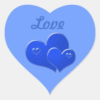 Amor, corações azuis no fundo azul adesivo coração