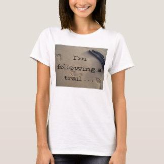 Amor da fuga das pegadas da areia da praia o t-shirts