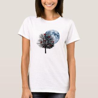 Amor da lua azul, corações bonito em uma árvore tshirts