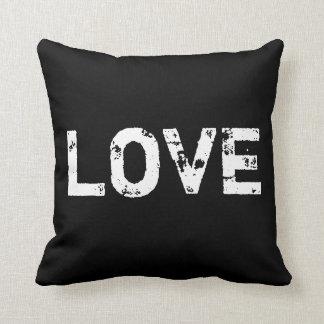 Amor no travesseiro preto e branco