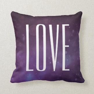Amor roxo azul do brilho moderno da tipografia almofada