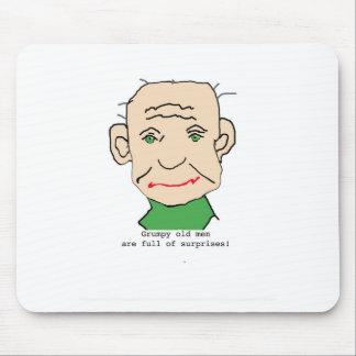 Ancião engraçado mal-humorado mouse pad