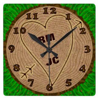 Anéis de árvore de madeira cinzelados coração das relógio quadrado