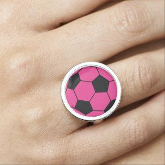 Anel cor-de-rosa da bola de futebol