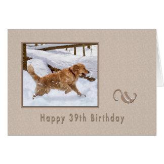 Aniversário, 39th, cão do golden retriever na neve cartão